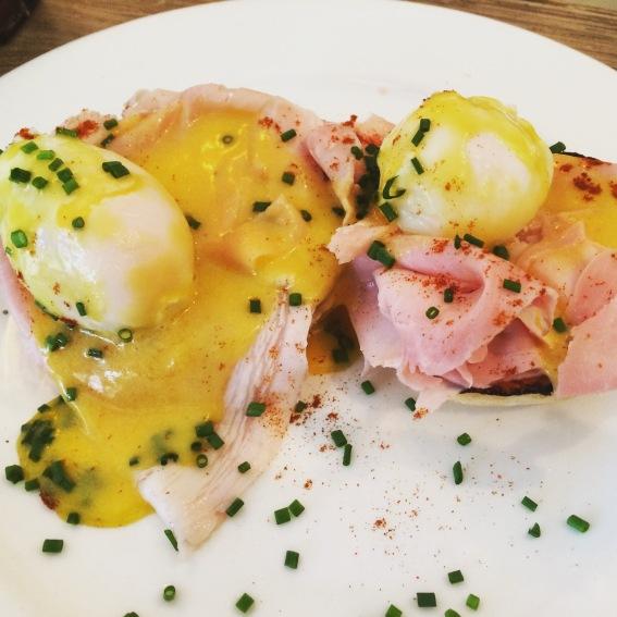 eggs benedict at egg break london notting hill